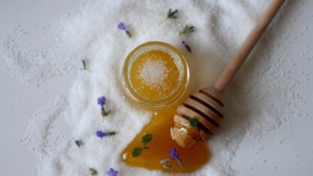 use honey for skin whitening